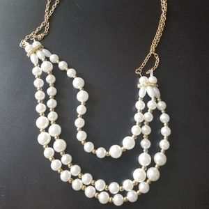 Jewelry - Beautiful white and gold necklace